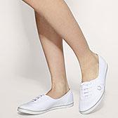 Белые полукеды на босых стройных ножках