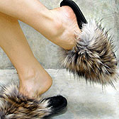 Ножкам уютно тапочках с меховой опушкой