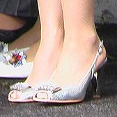 Женские босоножки среди мужской обуви