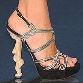 «Пупсик»-каблучок под пяткой женской ножки