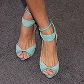 Бирюзовые босоножки на ножках Евы Мендес