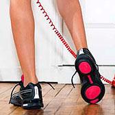 Обувь для спорта на босых ножках девушки