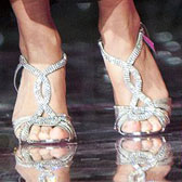 Кристина Асмус в серебристых босоножках